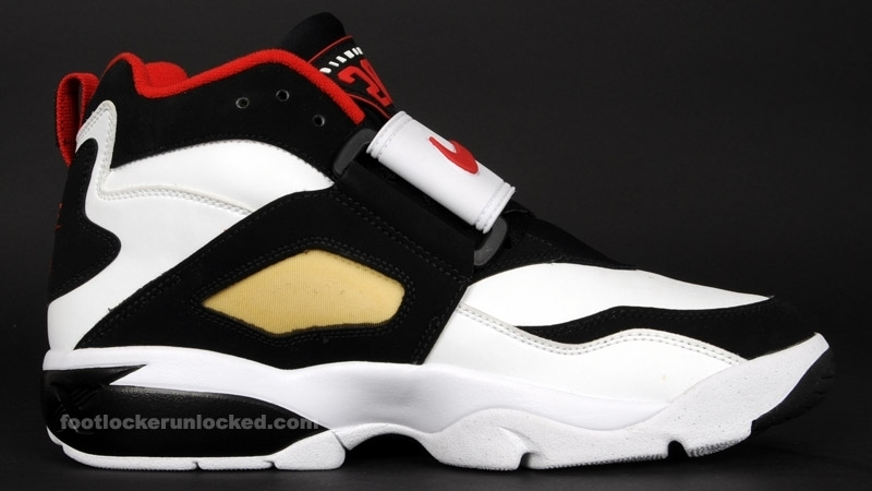 Nike Air Diamond Turf Black Gold  3f253e729b